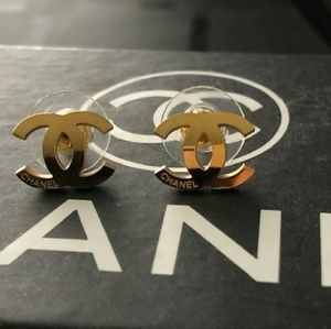 Chanel Earrings with box